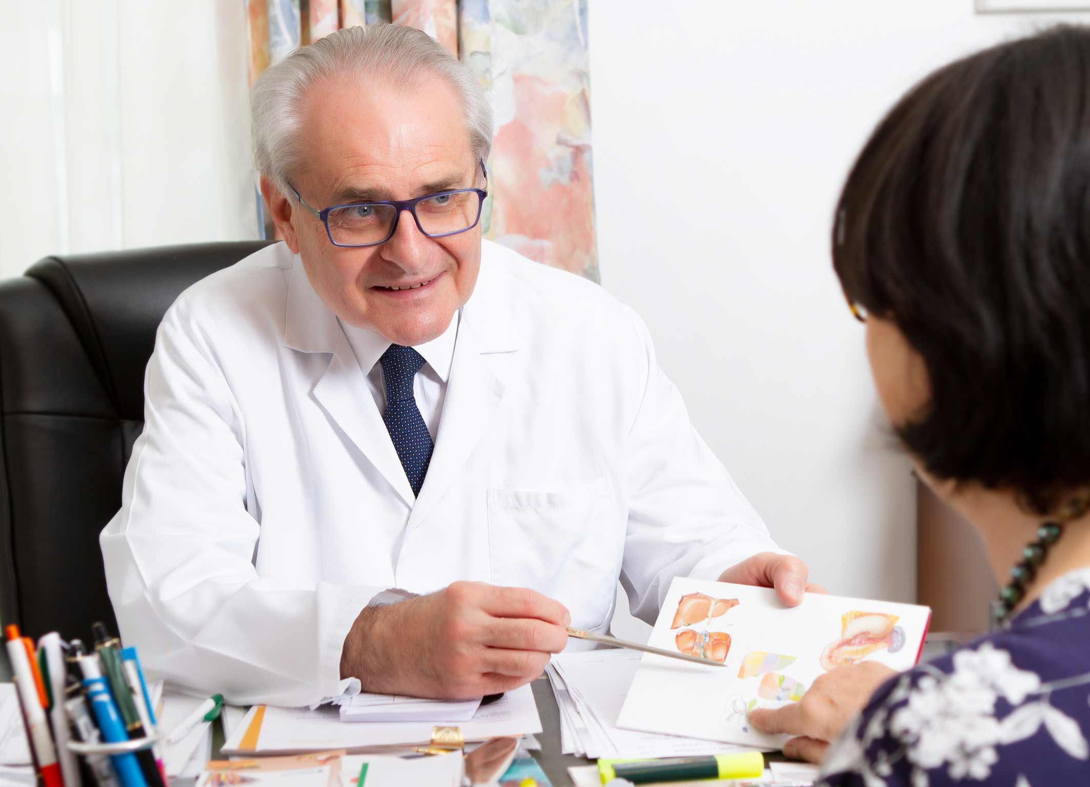 Besprechen der Symptome mit Prof. Dr. Dr. Teleky